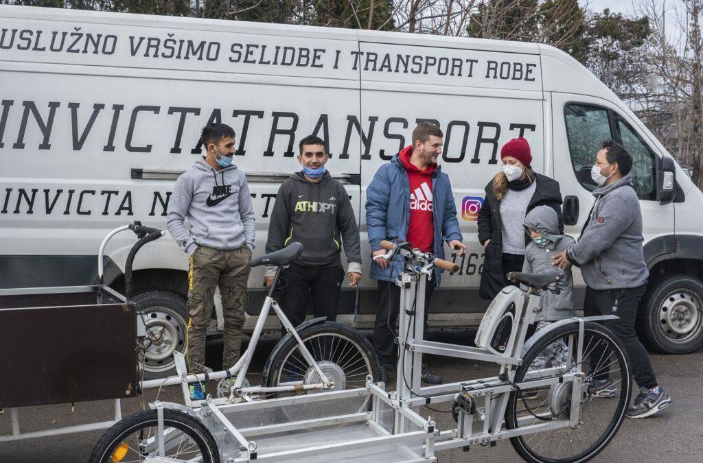 Električne rikše za roditelje iz neformalnih naselja